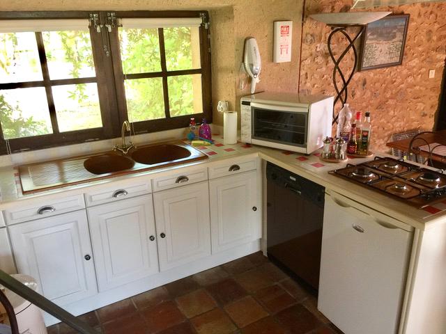 Cuisine ouverte avec tout le confort de cuisson La Plumardie Basse - Dordogne - Gîte 1